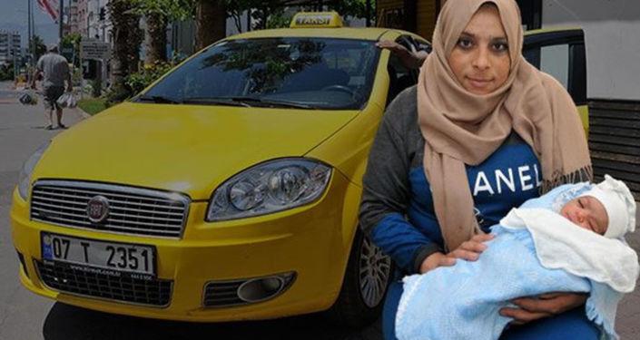 Antalya'da hamile bir kadın takside doğum yaptı