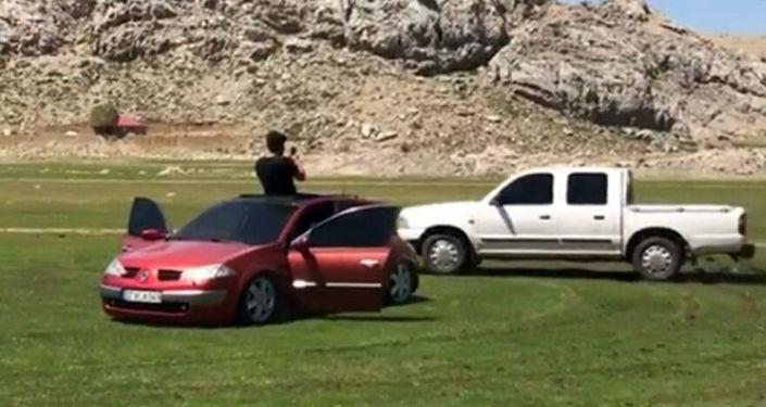 Antalya'da kısıtlamayı delip merada drift yaptılar, sosyal medyada paylaşınca yakalandılar