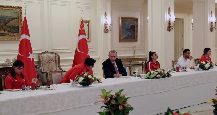 Cumhurbaşkanı Erdoğan, iftar'ı milli sporcularla yaptı
