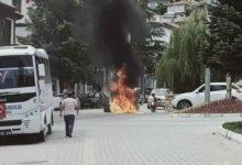 Ekonomik krize isyan eden esnaf dükkanındaki eşyaları yaktı