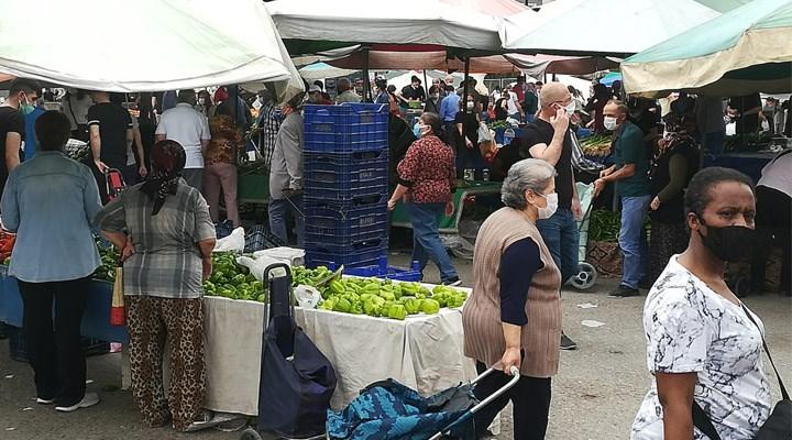 Genelge ile tek güne sıkıştırılan pazarlarda kalabalık görüntüler oluştu
