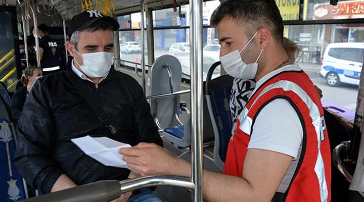 İETT otobüslerindeki yolcuların izin belgeleri kontrol edildi