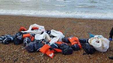 İngiltere'de can yeleklerine bağlı 960 kilo kokain sahile vurdu.