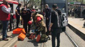 İstanbul'da karşıya geçmeye çalışan şahıs tramvayın altında kaldı