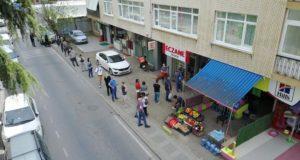 İstanbul'da nöbetçi eczanelerin önünde uzun kuyruklar oluştu
