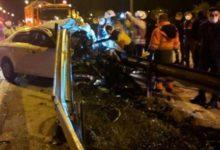 TEM'de bir otomobil bariyerlere saplandı, aracın motoru yerinden fırladı:1 ölü