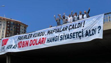 """CHP'li Başarır bu kez İzmir'de pankart astı: """"Fakirler Kurdu, Mafyalar Çaldı. Her ay 10 bin Doları hangi siyasetçi aldı?"""""""