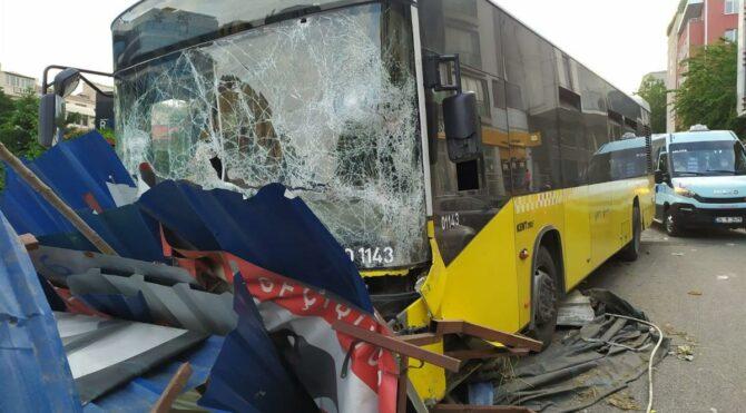 İETT otobüsü metro inşaatına daldı