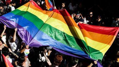 AB Komisyonu, eşcinsel haklarını ihlal eden iki ülkeye yönelik yasal süreç başlattı