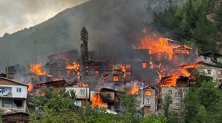 Artvin'de yangın: 20 ahşap ev kullanılamaz hale geldi