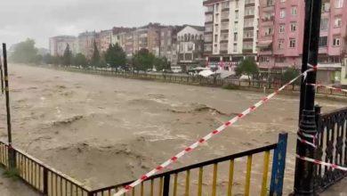 Terme'de sele karşı köprüler yaya ve araç geçişine kapatıldı