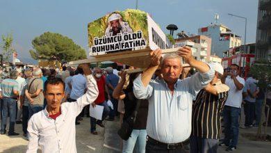 Alaşehir'de üzüm üreticilerinden iktidara tabutlu protesto