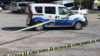 Eski belediye başkanı, husumetli olduğu şahsı tabancayla vurdu